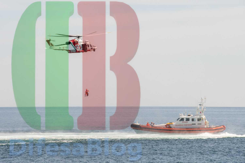 Guardia costiera si esercita al soccorso